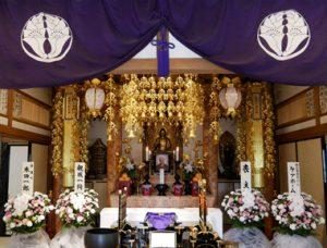 お寺の本堂での葬儀のイメージ
